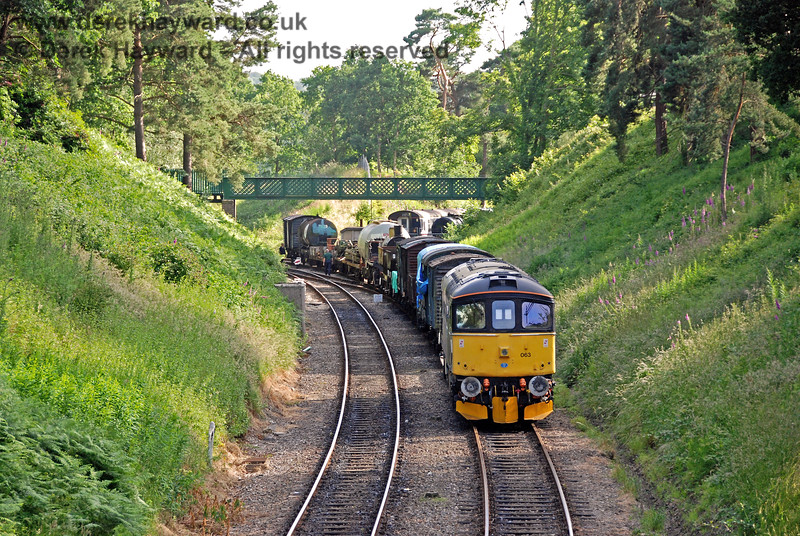 33063 remembers past times by shunting wagons west of Groombridge. 22.06.2008 0200