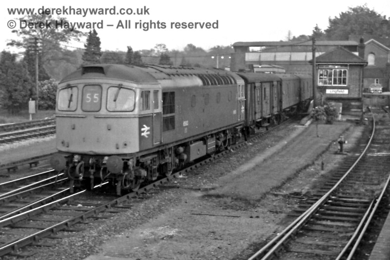 6583, in blue livery, at Lingfield with the 20:35 parcels (flower traffic) train from East Grinstead on Thursday 22.05.1969.  The locomotive had previously worked down on the 18:30 from London Bridge.  Eric Kemp retains all rights to this image.