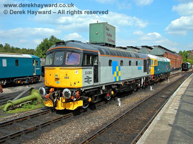 33063 and 33065 at Tunbridge Wells. 05.08.2006