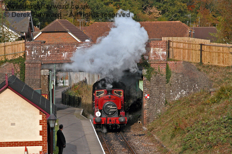 2315 Lady Ingrid entering Groombridge. 19.10.2003