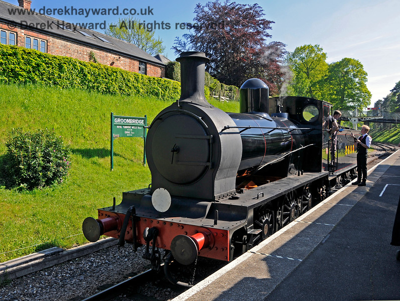 The crew of 2890 take instructions from the signalman at Groombridge. 30.05.2021 20804