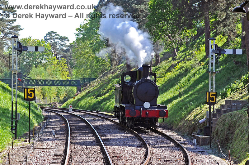 2890 outside Groombridge waiting for an Eridge train to pass before entering the station. 30.05.2021 18144