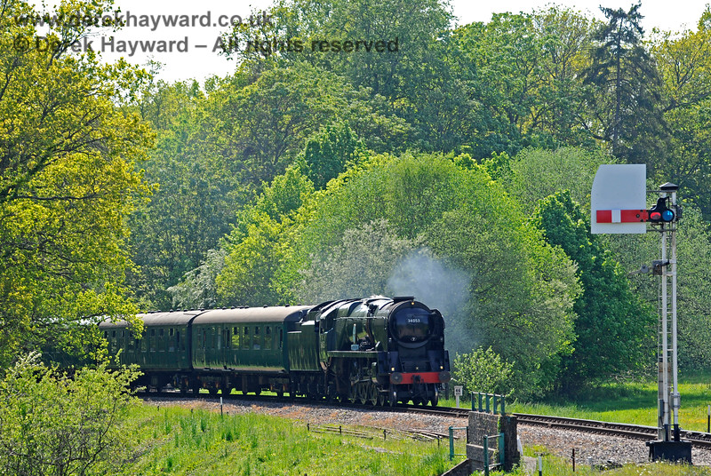 """34053 east of the """"narrows"""" at Groombridge.  Also in shot is the westbound Home signal for Groombridge.  29.05.2021 18039"""