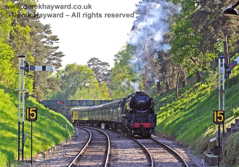 34053 steams towards Groombridge. 29.05.2021 18077