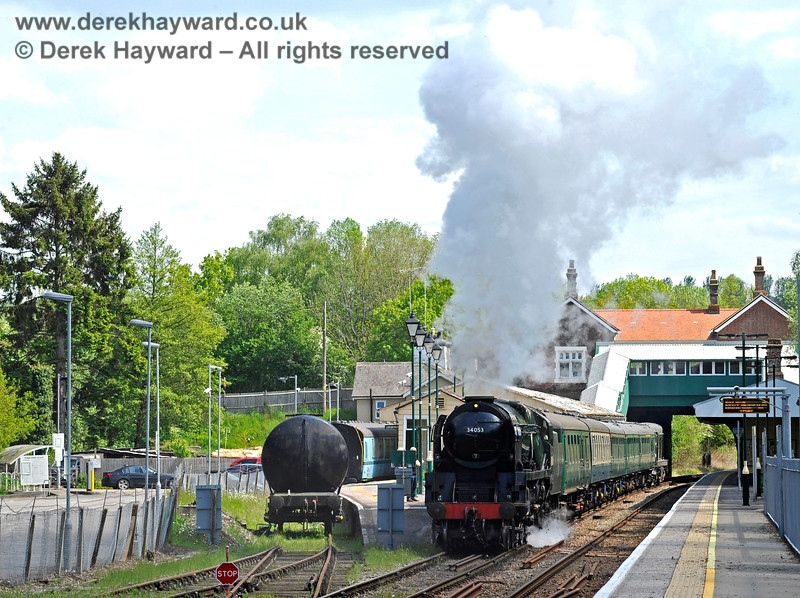 34053 leaves Eridge.  The tank wagon serves as a water supply for the locomotives (as required).   29.05.2021 18024