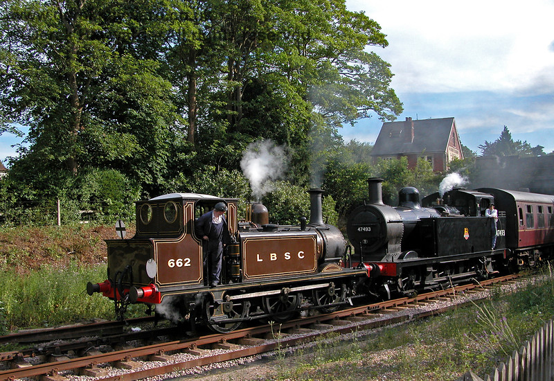 662 and 47493 leaving Groombridge. 16.07.2006
