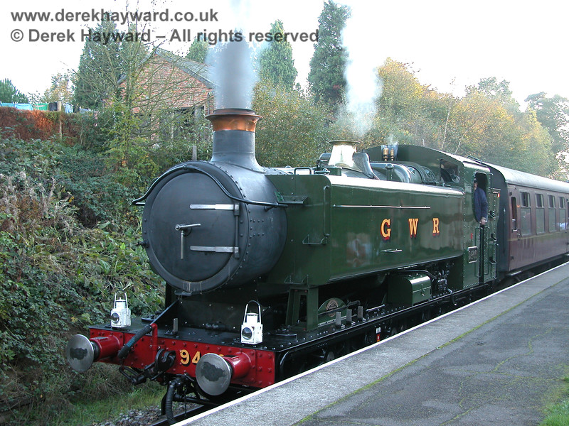 9466 at Groombridge awaiting departure. 29.10.2005