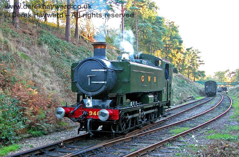 9466 runs round it's train at Groombridge.  29.10.2005