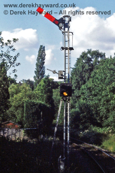 A close up of the Up Home signal (for trains from Tunbridge Wells West) at Grove Junction, together with the colour light distant signal below (which has it's own ladder).  06.07.1985  Eric Kemp retains all rights to this image.