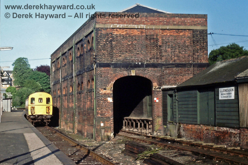 1301 by the old goods shed at Tunbridge Wells West. 25.05.1985.  The unit is in Platform 5 on a westbound service.  Eric Kemp retains all rights to this image.
