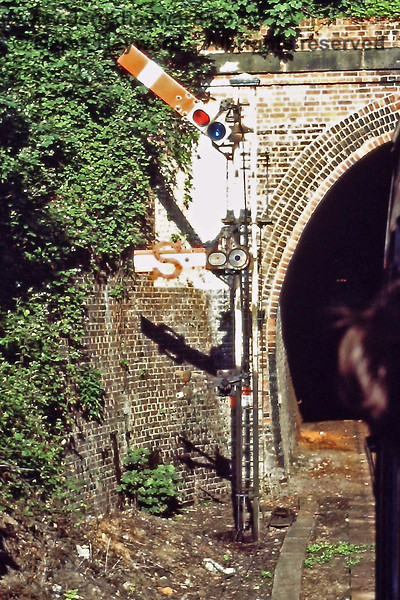 A close-up of the Advance Starter and Shunt Ahead arm at the western end of Grove Tunnel at Tunbridge Wells West. 06.07.1985.  Eric Kemp retains all rights to this image.