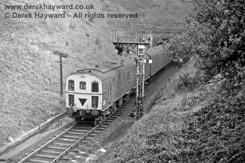 1314 passes the Home signal at the eastern end of Tunbridge Wells West with the 11:58 Tonbridge to Uckfield service. Sunday 23.02.1975.  Eric Kemp retains all rights to this image.