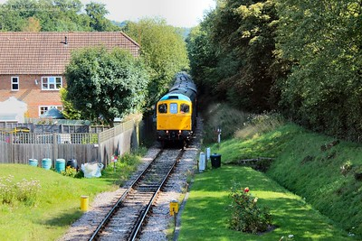 33201 approaches Groombridge