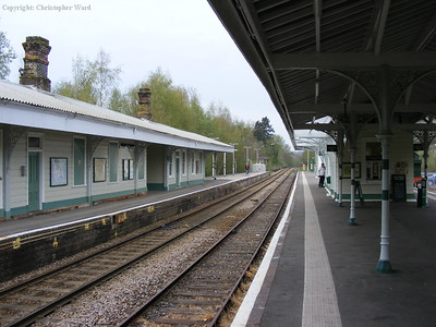 The Spa Valley platform on the right and the Network Rail line on the left