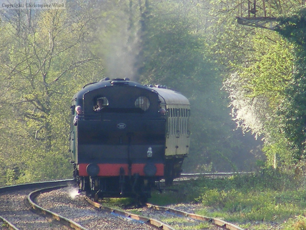 47493 rounds the curve with the last train to Eridge of the day