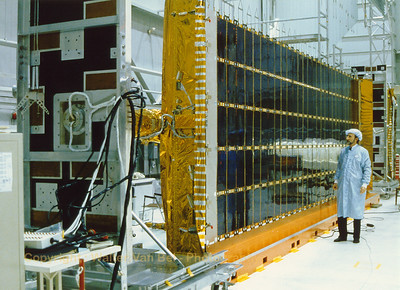 Jeff King (ESA) next to the solar pannel of Olympus-1 at Spar Aerospace. In the mid-1980s, Spar built communications satellites for Hughes Aircraft and Telesat Canada (the Anik-E). The company manufactured Olympus-1 (or L-Sat) satellites in collaboration with Fokker. Its Communications Systems Division also developed equipment for satellite communications for the energy industry.