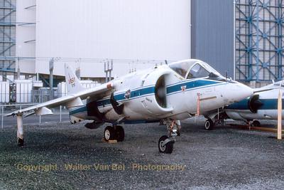 NASA_Hawker-Siddeley-Harrier_AV-8C_N719NA_cn712065_Moffett_Ames_Nov-1997_scan_WVB_1200px