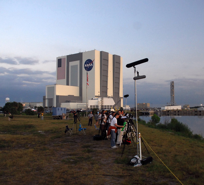 One side of tripod row - looking towards the VAB  (vehicle assembly building)