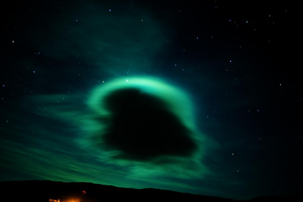 IMAGE: http://buttonmasher.smugmug.com/Space/Astro-Photography/i-5ZwLr5H/0/XL/IMG_8853-XL.jpg