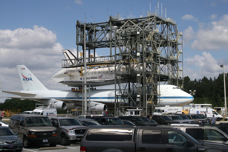 Discovery and 747 Shuttle Carrier Aircraft at the mate/demate device.