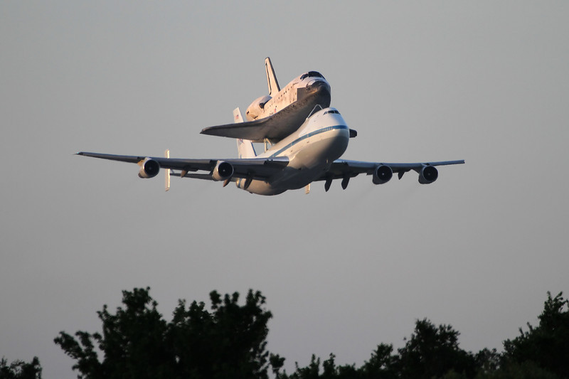 Discovery on the low pass over runway 33