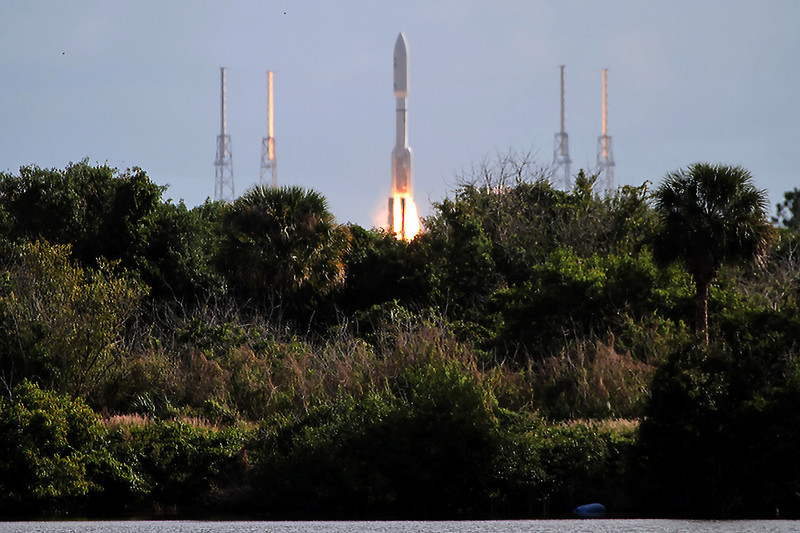 Liftoff off of the Atlas V carrying Curiosity, next stop mars!
