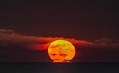 Near-Full Moon Tearing Away From Ocean Horizon 12/23/18