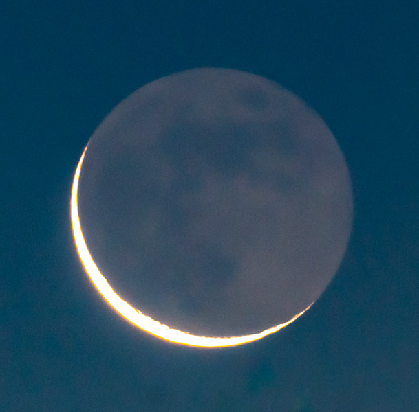 Crescent Moon With Earthshine 12/24/19