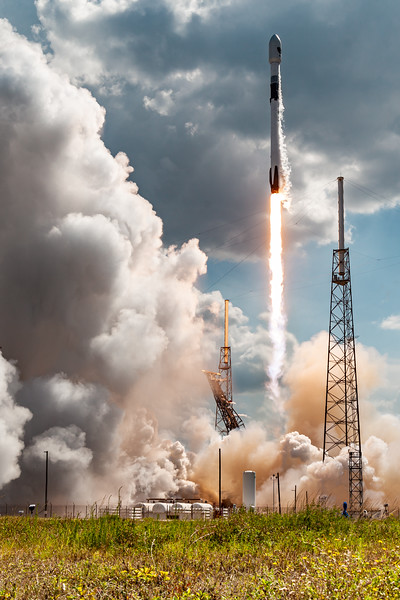 Falcon 9 lift-off from SLC 40