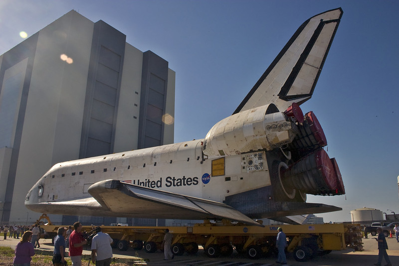 Atlantis moves closer to the VAB