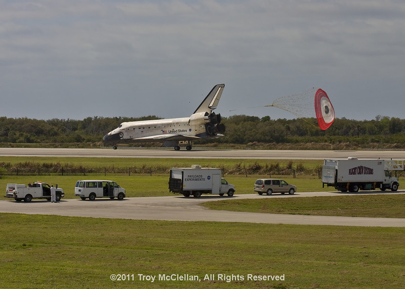 Discovery releases its chute as it nears wheel stop.