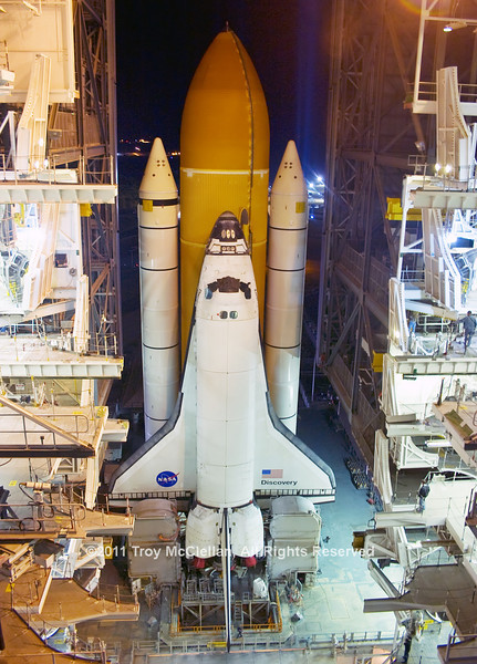 Discovery nears the doors of the VAB for the last time.