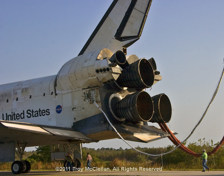 Discovery in tow back to its hangar a few hours after landing.