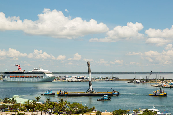 Thaicom8 Falcon9 by SpaceX first stage returns to Port Canaveral
