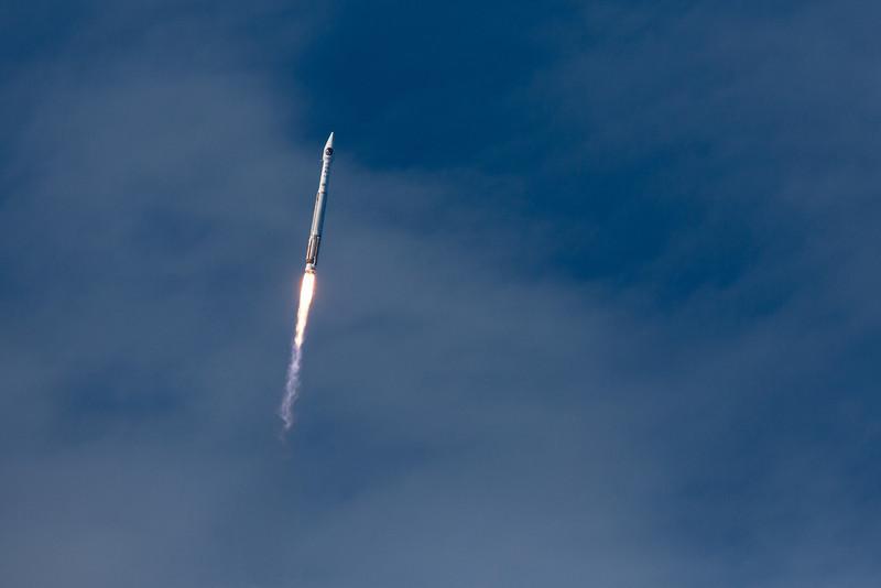 IMAGE: http://www.scriptunasimages.com/Spaceflight/USAF-SBIRS-Launch/i-FZZJN22/0/L/WScriptunas_-3945-L.jpg