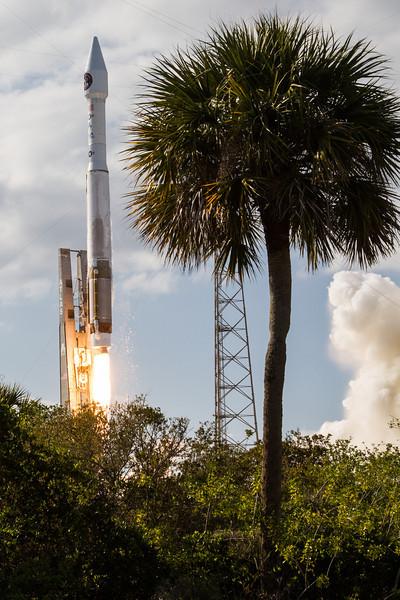 IMAGE: http://www.scriptunasimages.com/Spaceflight/USAF-SBIRS-Launch/i-L757dxk/0/L/WScriptunas_-9754-L.jpg