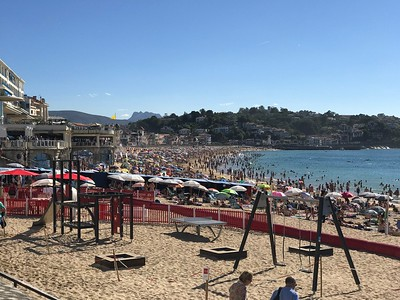 OMG, the beach at St. Jean de Luz was PACKED with sun worshipers and swimmers. Packed!!! We didn't stay long.