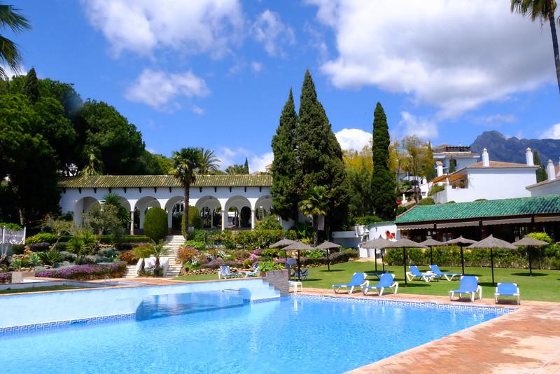 senorio family pool 3