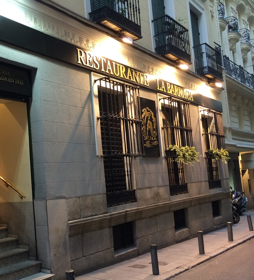 Since 1935, this restaurant located in a quiet side street is known for its paella!