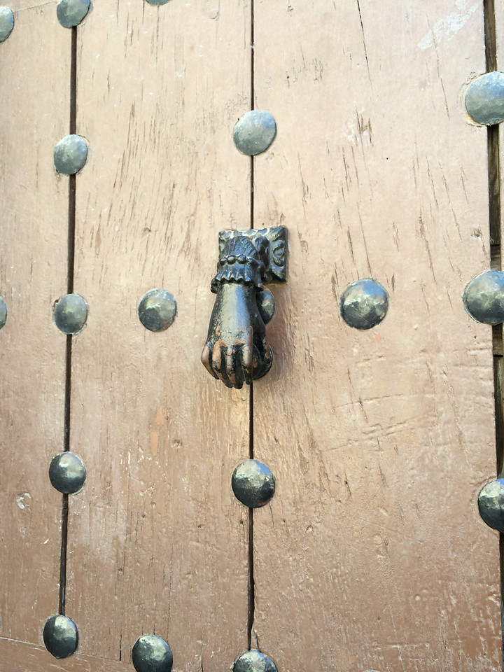 A hand knocker similar to the one in Seville.