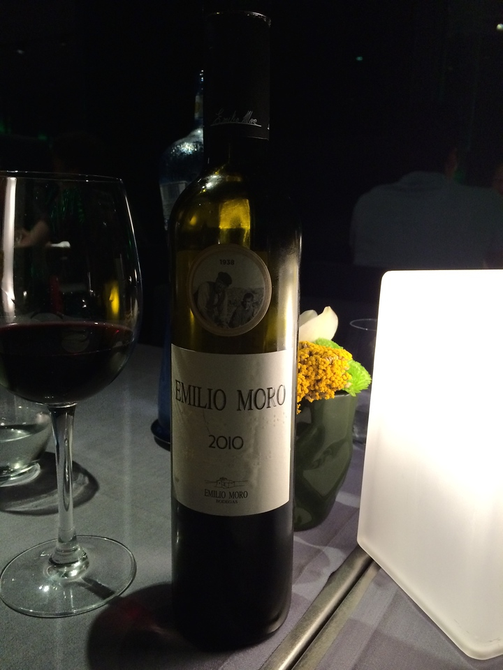 A bottle of vino tinto(red wine) for our first evening in Spain.
