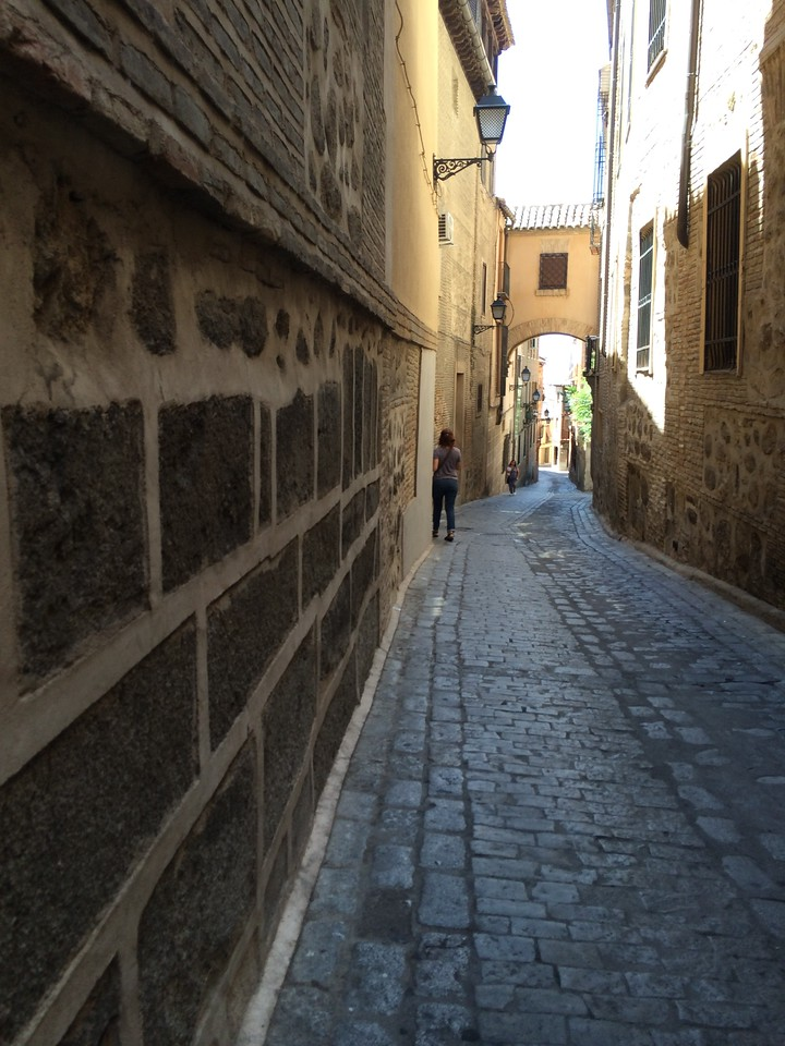 Making our way down one of the narrow quiet streets to the St Martin Bridge. The sombra(shade) from the medieval walls helped block the hot afternoon sun.