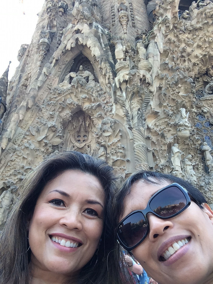 We dedicated the afternoon to visiting some of Antoni Gaudí's famous works. We began with a selfie in front of the Nativity Facade to the Sagrada Familia. Work commenced in 1882 and this Roman Catholic church is still under construction and scheduled to be completed in 2026, 100 years after Gaudí's death.