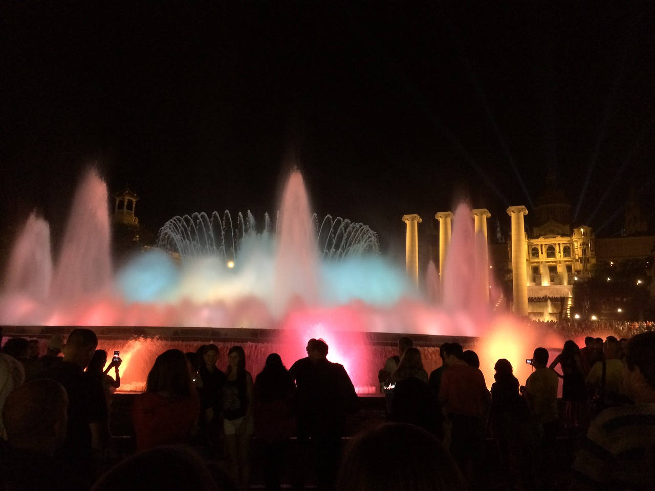 We took the train back from our hotel to Plaza Espana(Catalan: Plaça d'Espanya).....Ah, the Magic Fountain of Montjüic(Font màgica de Montjuïc in Catalan). The backdrop is the Palau Nacional(English: National Palace). Built for the 1929 Barcelona International Exposition.