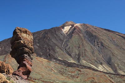 Roque Cinchado (left foreground) and Teide volcano