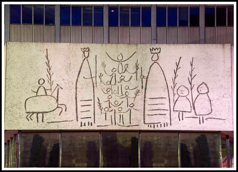Barcelona - A Picasso on the Architects' House in the same square as the Barcelona Cathedral.