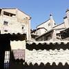 Алькесар - одна из замечательных деревень Арагона. Она, как пишет справочник, с высоты птичьего полета напоминает тосканский город на холме. За стилистическое качество этой фразы рубля не дам, к тому же пока не был в Тоскане, но птичий полет там реально птичий, и красотища от этого строительно-природного единения колоссальная.