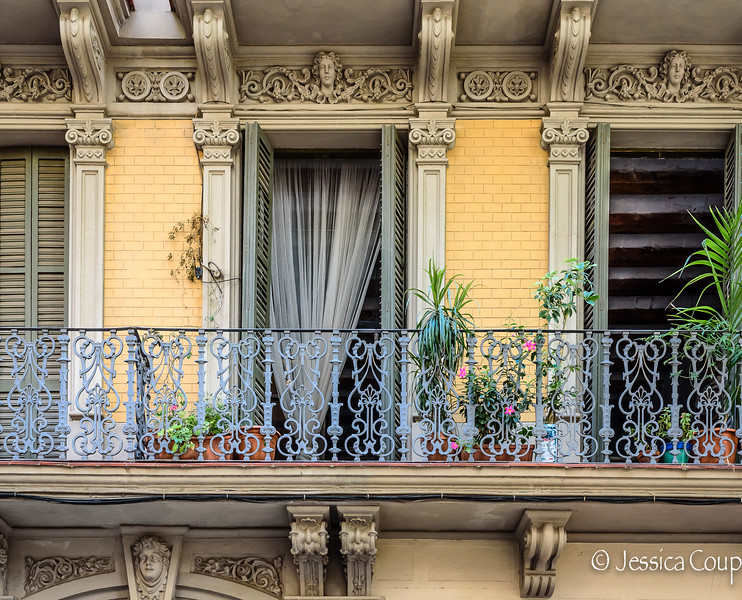 Balcony Heads