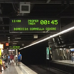 Barcelona-Metro-Train-Platform-Sign-Showing-Train-Arrival