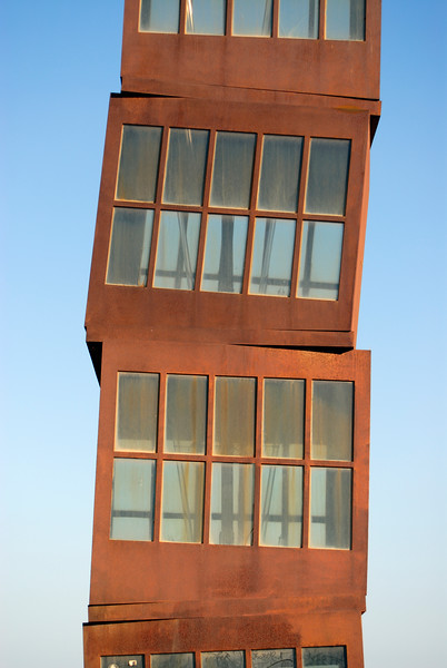 Homenatge a la Barceloneta Sculpture